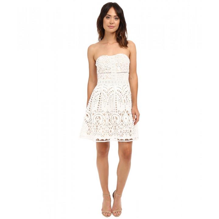 Платье белое без рукавов